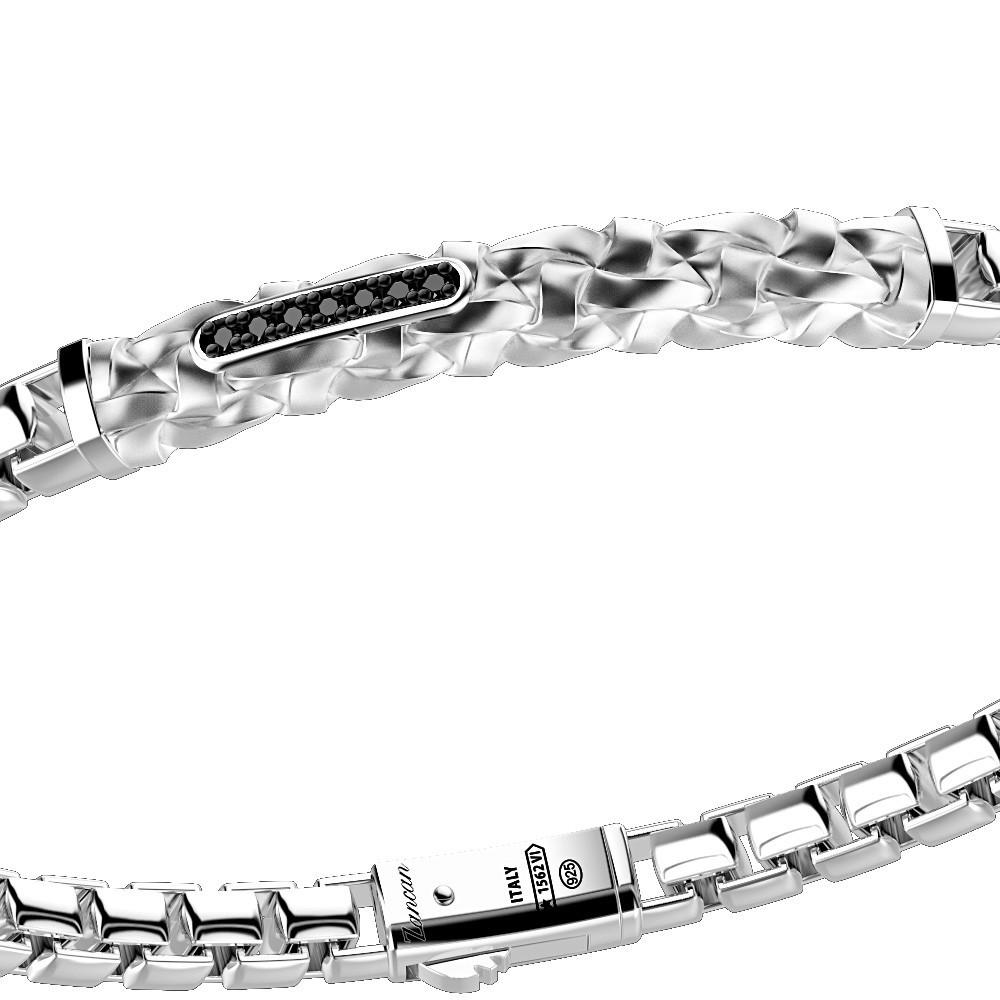 Bracciale in argento con intrecci e pietre nere.