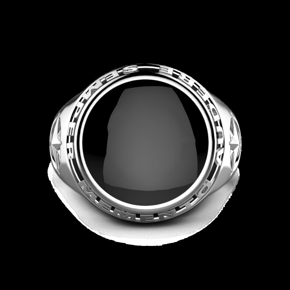 Anello Zancan in argento con onice nera e scritta in latino.