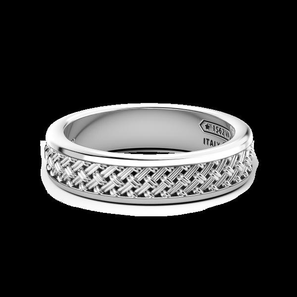 Anello in argento con lavorazione incrociata.