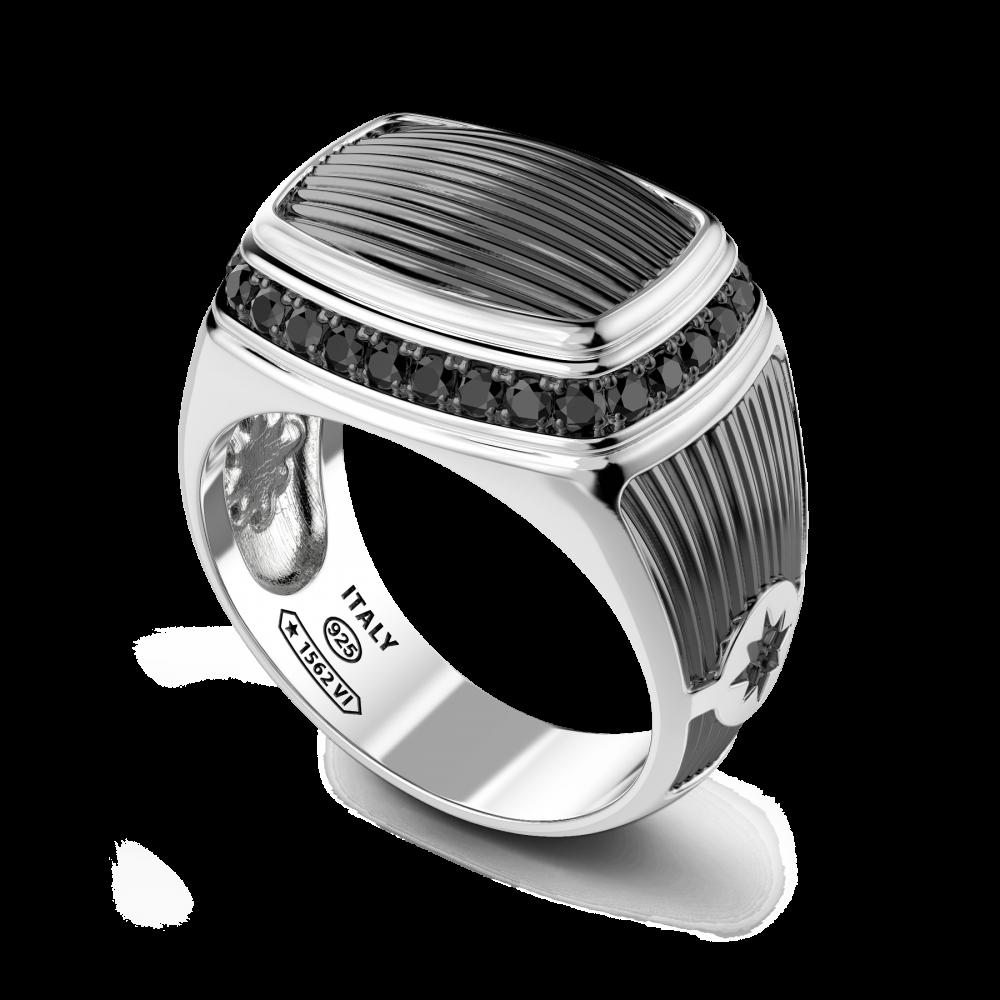 Anello chevalier in argento con spinelli neri.